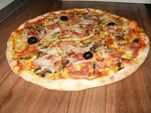 Medium_pizza-gino-s-cluj